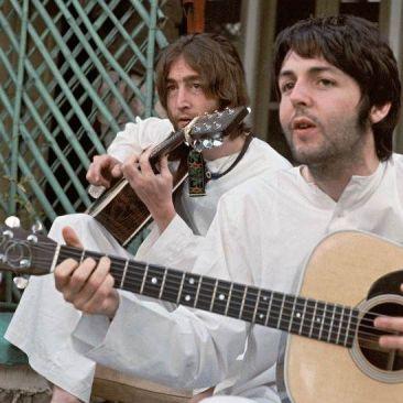 Paul y John en la India