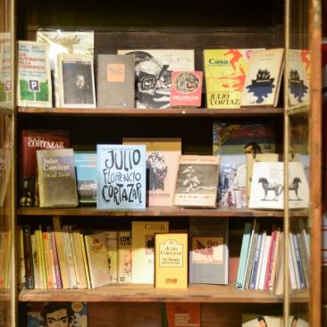 CafÇ Cort†zar_Biblioteca