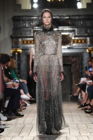 Valentino+Runway+Paris+Fashion+Week+Haute+0_b67rZIImWl