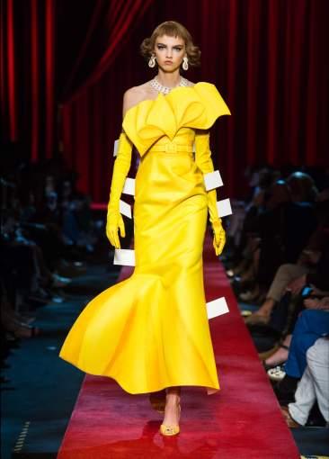 milan-fashion-week-2017-woman-style-moschino