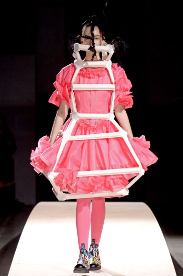 commes-des-garcons-rtw-ss2014-runway-17_17074718838