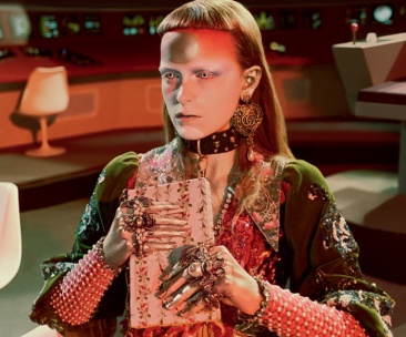 Gucci_Fall_winter_2017_campaign_Sci-Fi_trends_pattern_Star_Trek_marketing_Gucci_and_Beyond_03-700x582